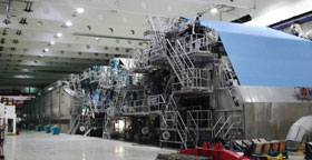Die Papiermaschine 10 (PM 10) der Laakirchen Papier AG ist nach dem Großbrand am 24. September 2015 wieder in Betrieb. Copyright: Laakirchen Papier AG
